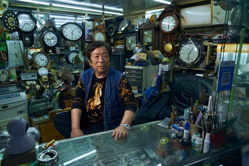 用影像记录即将消失的传统商人